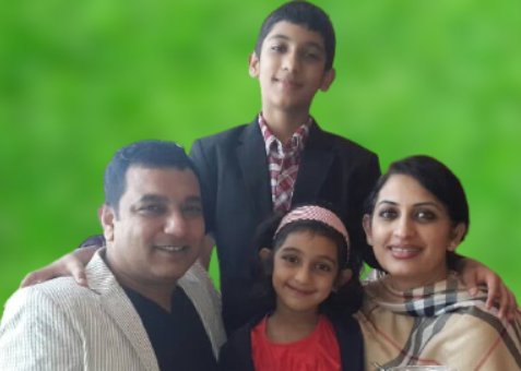 Bipasha Hayat with her family Image