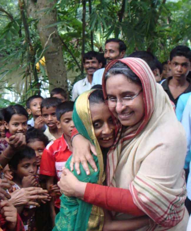 Dipu Moni with general people Image