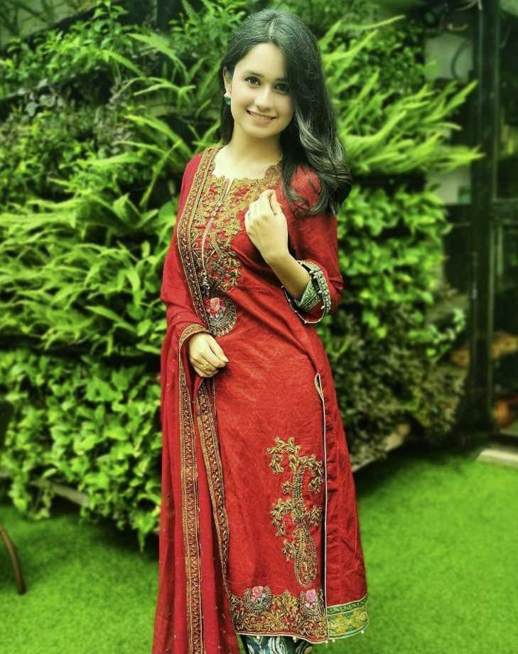 Oishe red dress photo