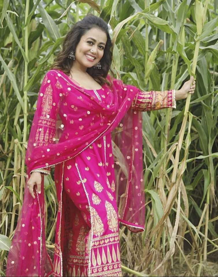 Neha Kakkar 3 pic style image