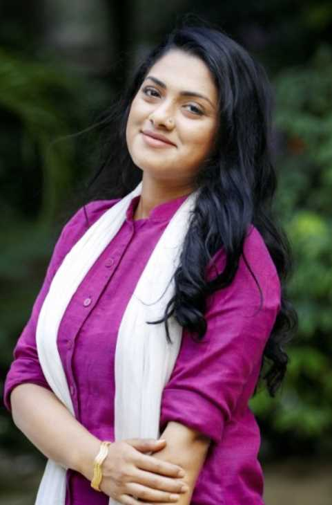 Nusrat Imrose TIsha hd photo