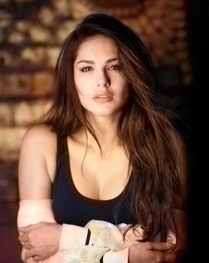 Sunny Leone Profiles Photo