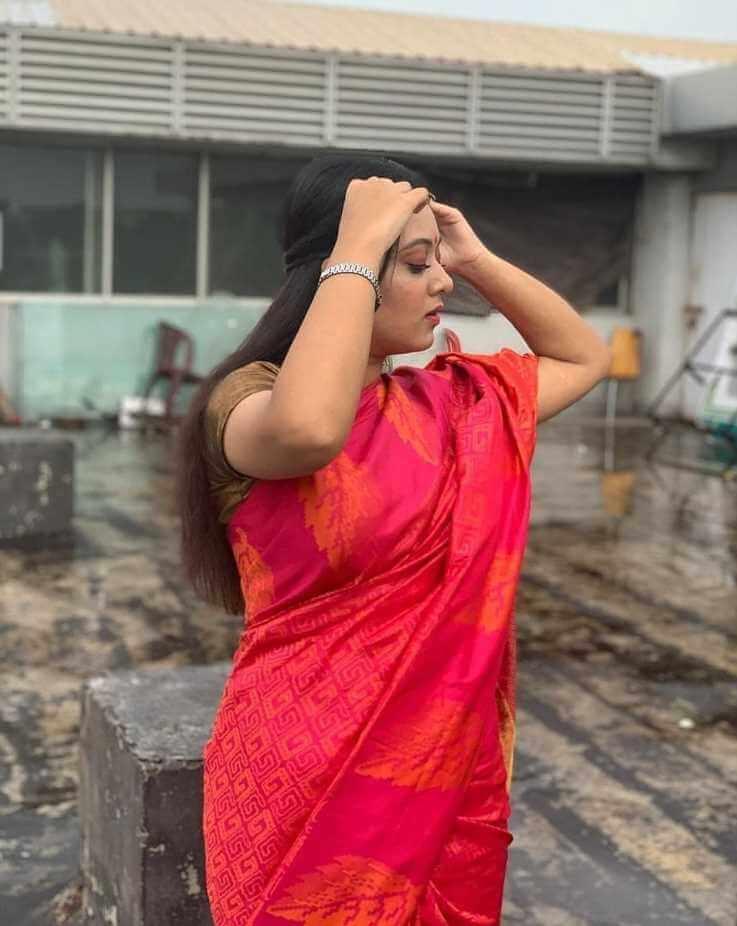 Prarthana-Fardin-Dighi-red-saree-pic