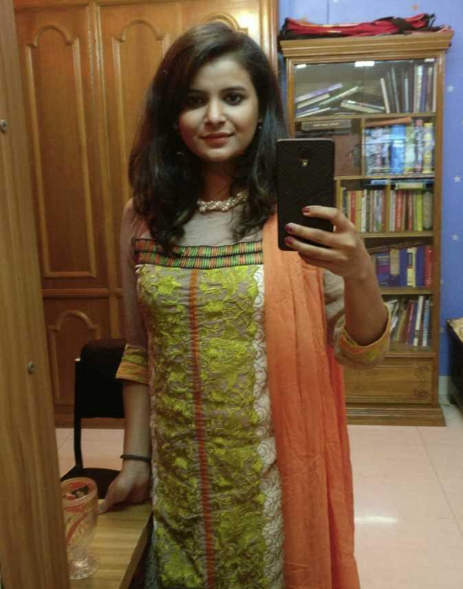 Sabnam Faria mirror selfie