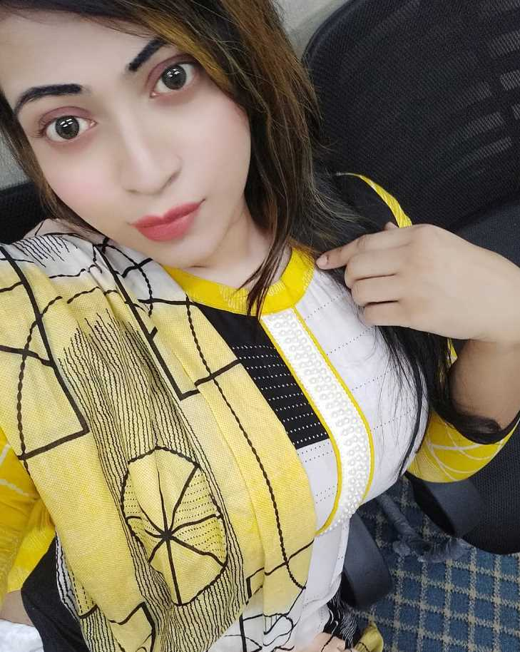 Sanayee Mahboob new photo in 3 piece style