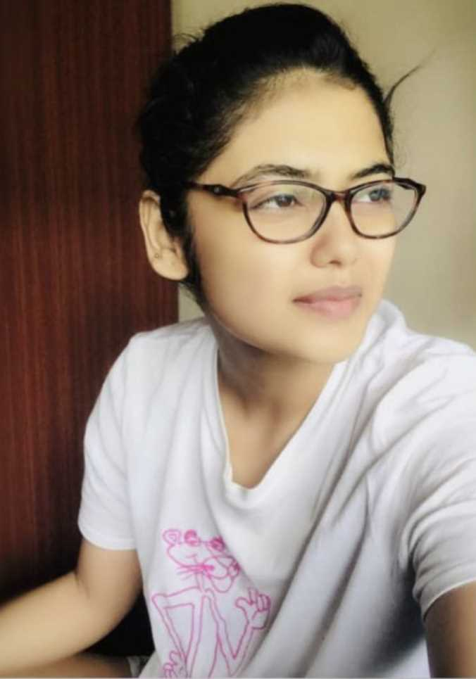 Actress Saayoni Ghosh selfie photo