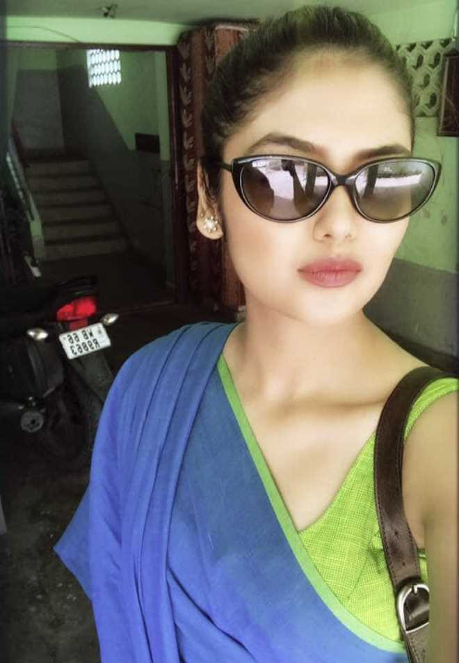 Saayoni Ghosh Saree and sunglass style photo