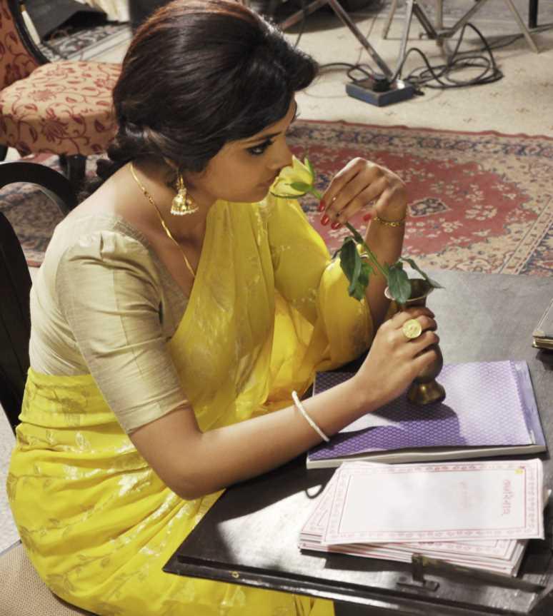 Saayoni Ghosh Saree style pic
