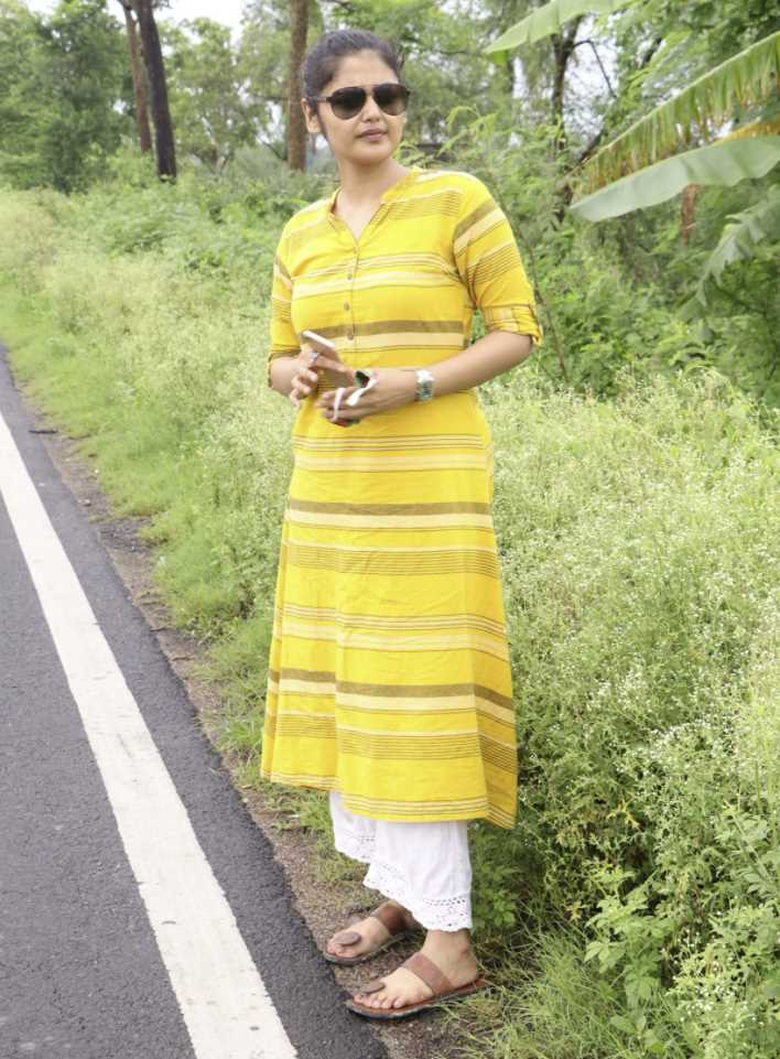 Saayoni Ghosh yellow dress picture