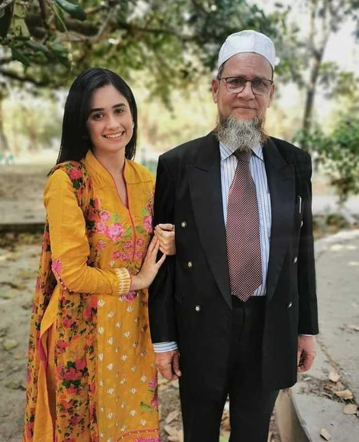 Jannatul Ferdous Oishee with her father