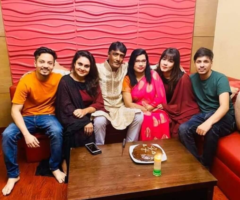Mahiya Mahi Family Photo