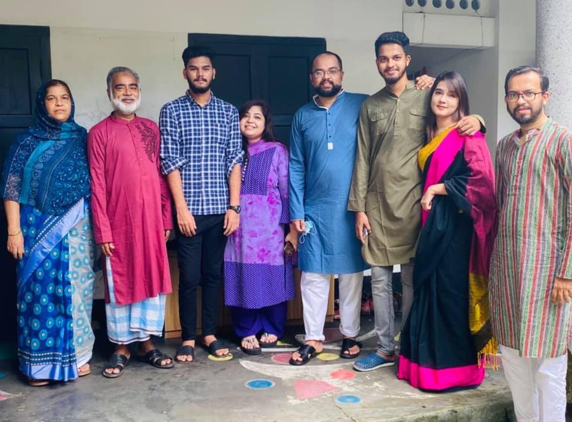 Mahiya Mahi Family pic