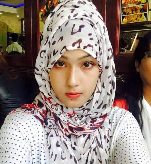 Mahiya Mahi Hijab Selfie