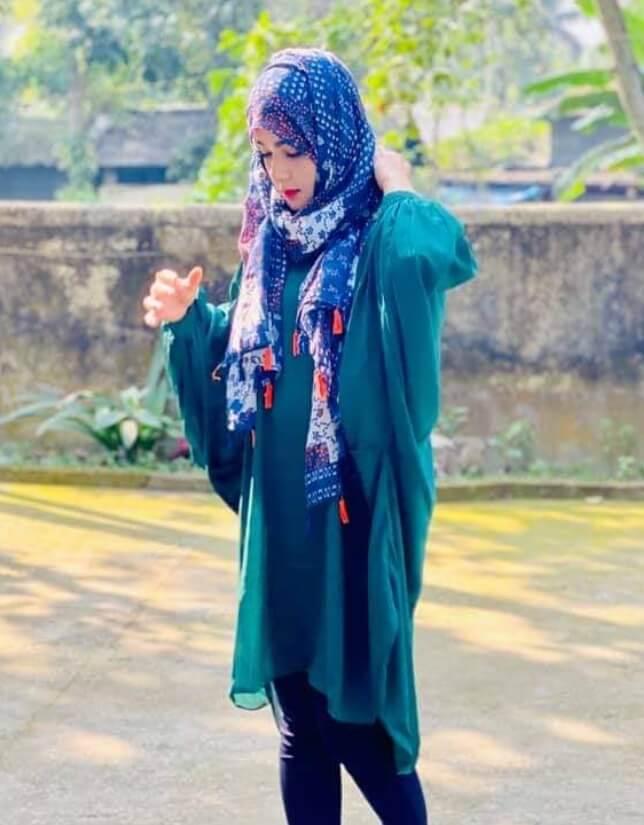 Mahiya Mahi Hijab Style Pic