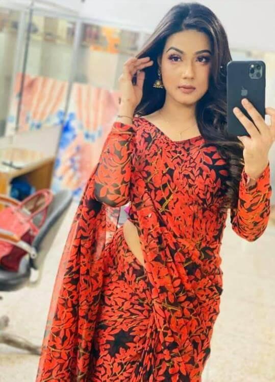 Mahiya Mahi Hot Saree Pic