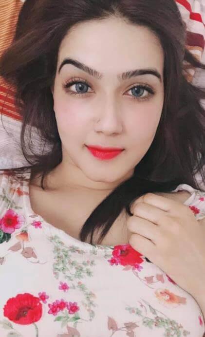 Mahiya Mahi Hot Selfie