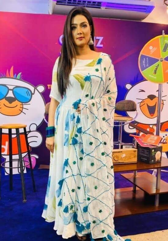 Mahiya Mahi New Salwar Kameez Pic