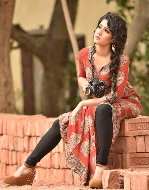 Mahiya Mahi Salwar Kameez Hot Photo