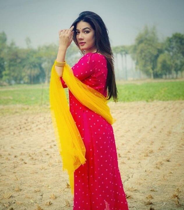 Mahiya Mahi Salwar Kameez Style Photo