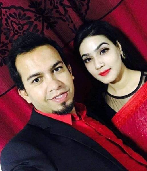 Mahiya Mahi Selfie with her Husband
