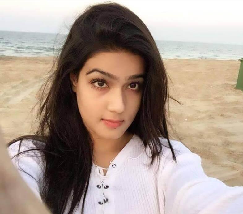 Mahiya Mahi Selfie