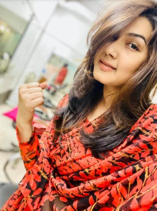 Mahiya Mahi Selfie2