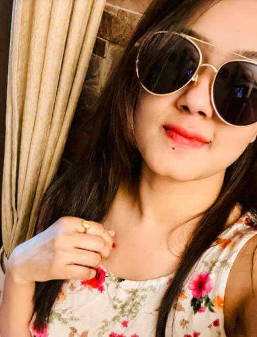 Mahiya Mahi Sunglass Selfie