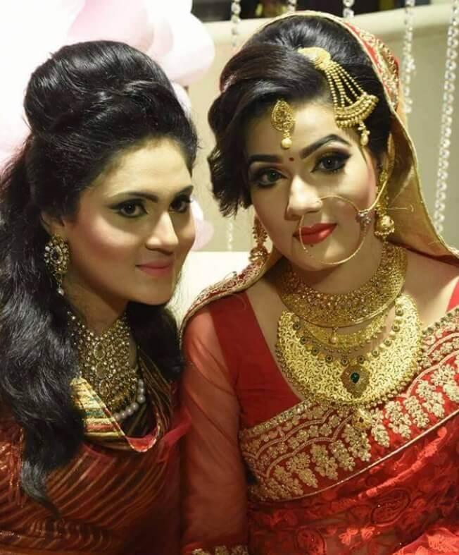 Mahiya Mahi Wedding Photo with her friend