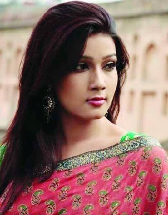 Mahiya Mahi oid Saree Pic