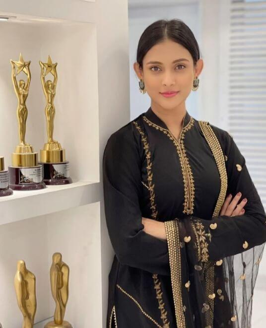 Mehazabien Chowdhury with awards Photo