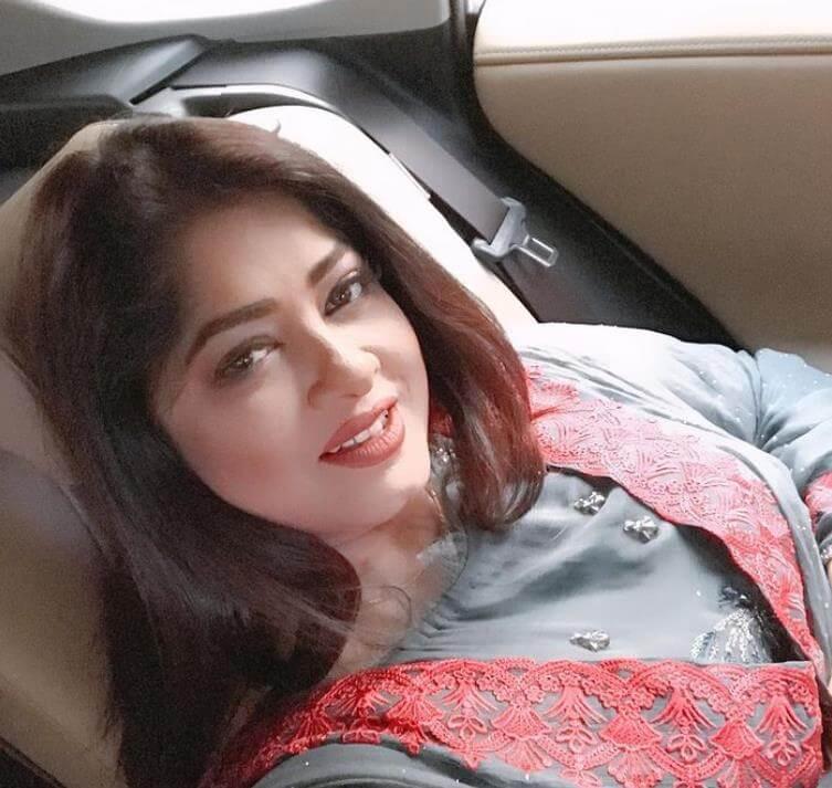 Moushumi Selfie Picture