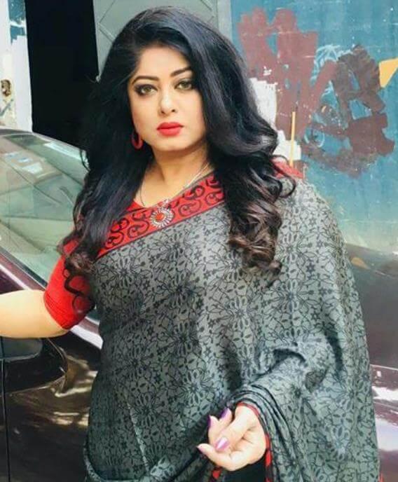 Moushumi beautiful Saree Image