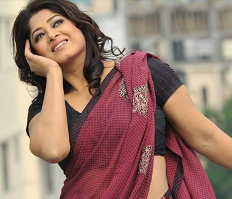 Moushumi hot Saree pic