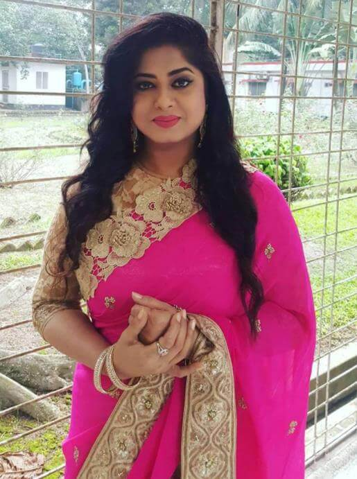 Moushumi with Pink Saree pic