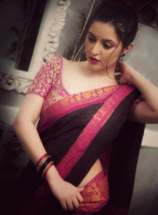Pori Moni HD saree Wallpaper