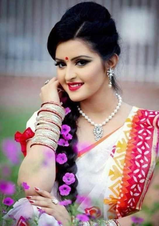 Pori Moni beautiful saree Photo