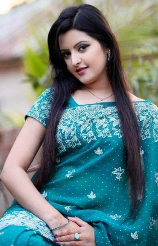 Pori Moni beautiful saree Pic