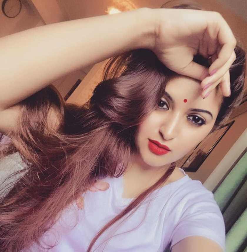 Pori Moni beautiful selfie