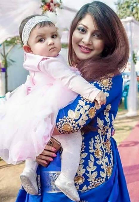Sarika Sabrin with her Daughter