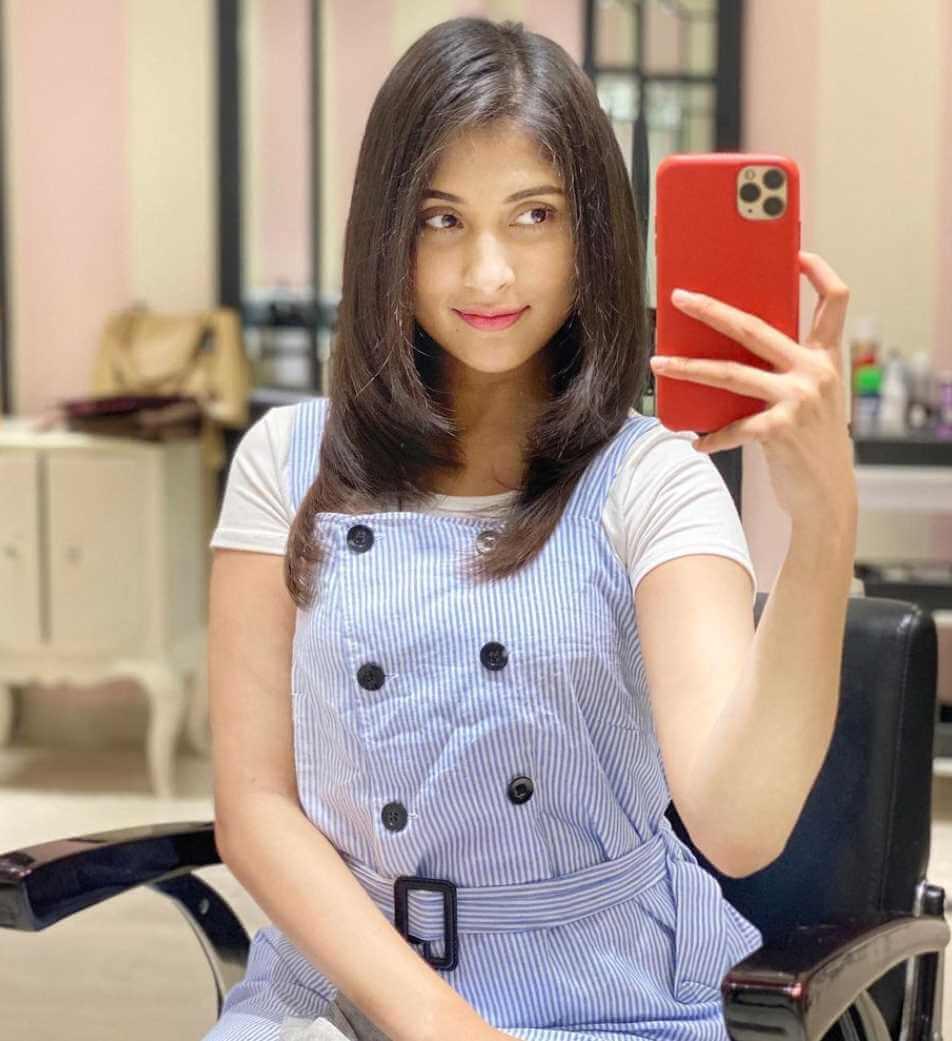 Mehazabien Chowdhury I Phone Selfie