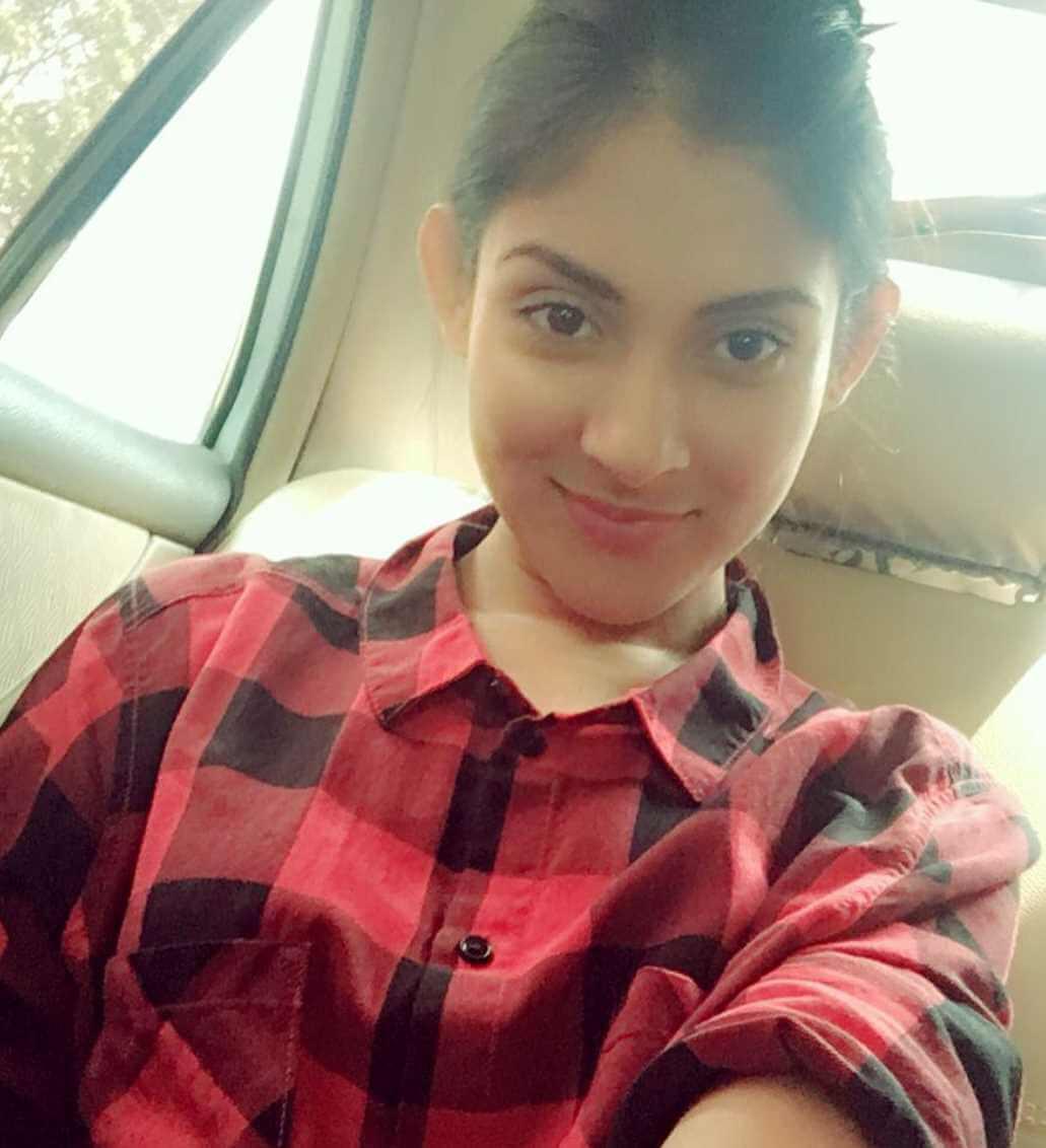 Mehazabien Chowdhury Shirt Selfie