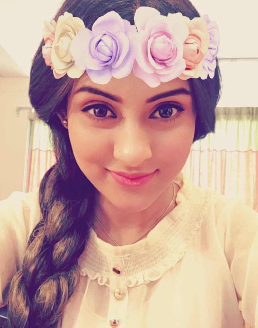 Mehazabien Chowdhury Styles Selfie