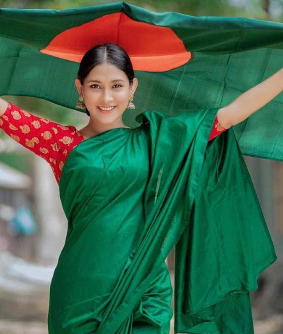 Mehazabien Chowdhury with Bangladeshi National Flag Photo