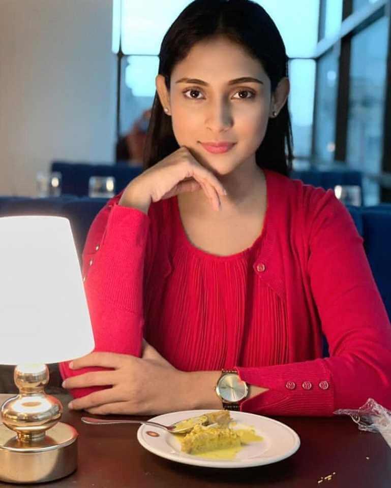 Mehazabien Chowdhury with foods Image
