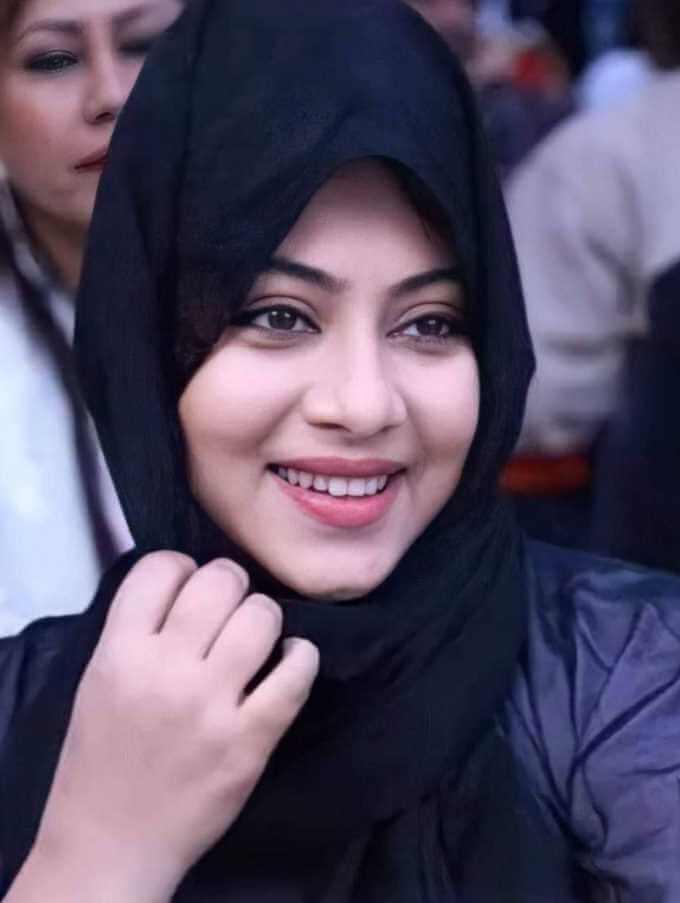 Shabnur Hijab Selfie