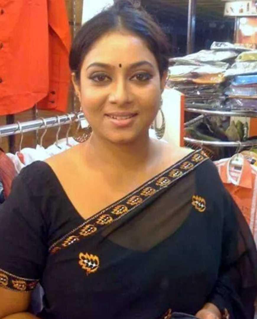 Shabnur Hot Saree Photo