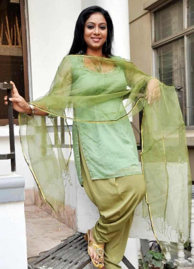 Shabnur Salwar Kameez HD Picture