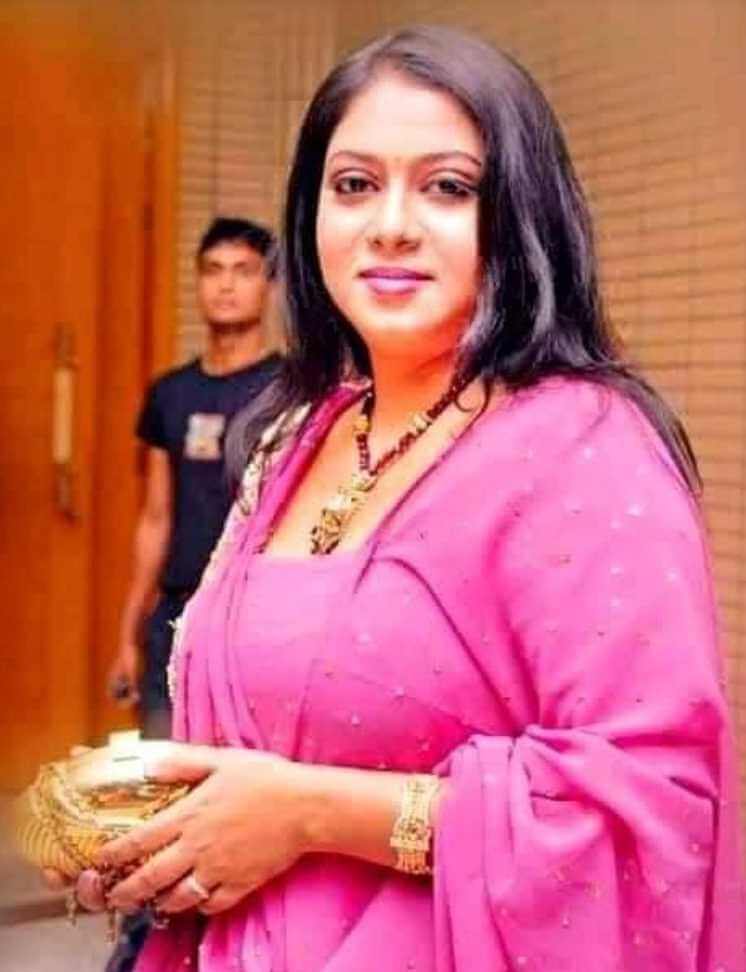 Shabnur Saree pic