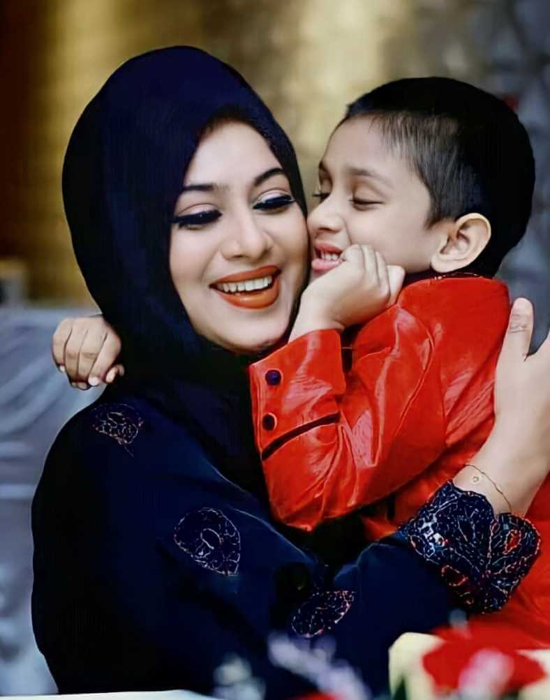 Shabnur with her Son Photo