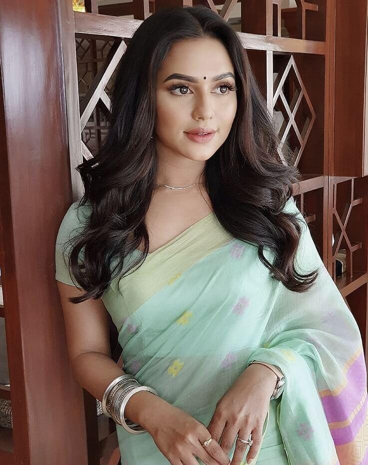 Bangladeshi actress Nusraat Faria Mazhar saree photo